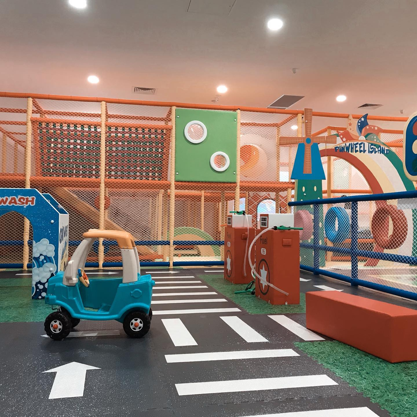 Pinwheel Island Kids Cafe